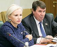 Сенаторы от Республики Крым Сергей Цеков и Ольга Ковитиди инициировали проведение в Крыму общественных слушаний для урегулирования вопросов взыскания долгов крымчан перед украинскими банками
